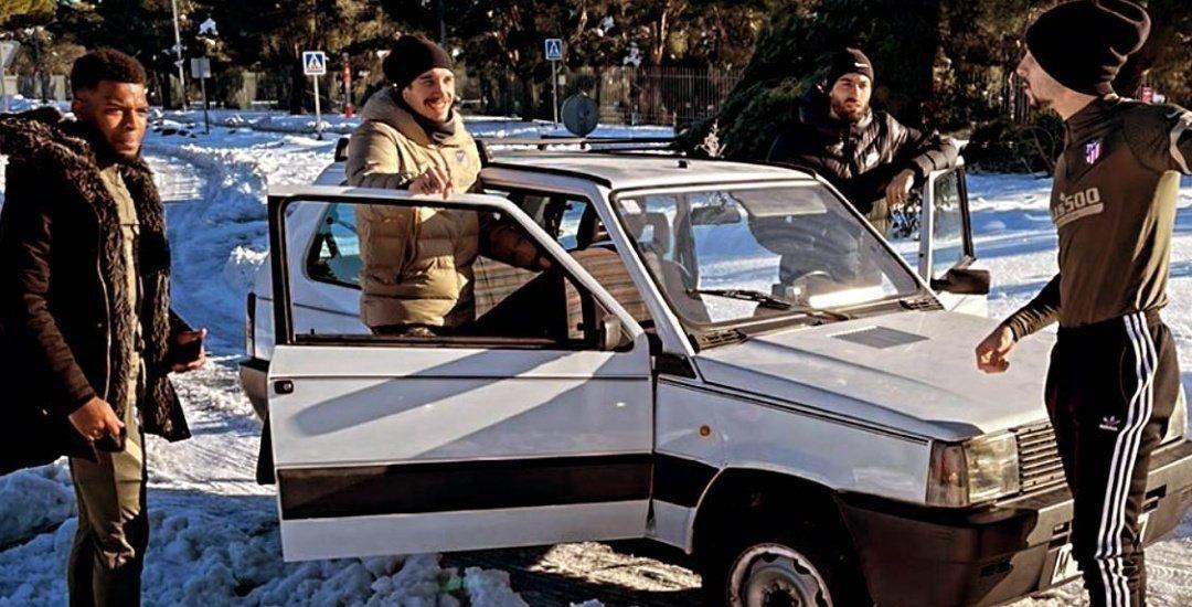 """VIDEO/ Ngricat problem në Madrid, yjet e Atleticos i """"shpëton"""" Panda e 1980-ës"""