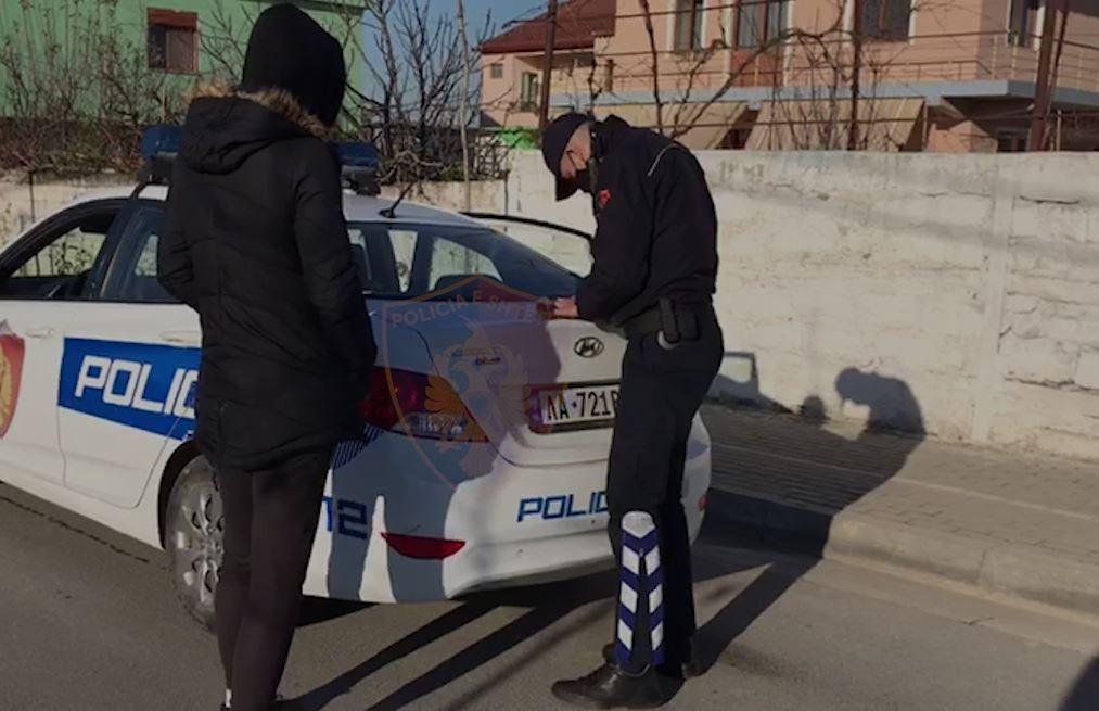 Nuk mbanin maskë në rrugë, gjobiten 453 qytetarë