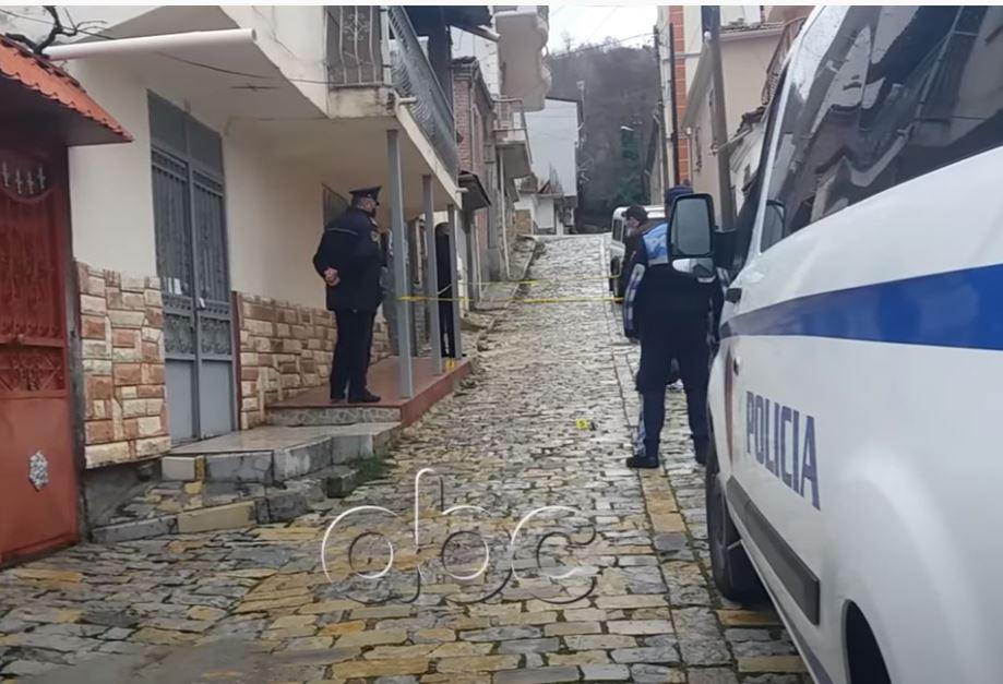 Dhunoi e grabiti kambistin në Korçë, gjykata lë në burg Agim Çaçin