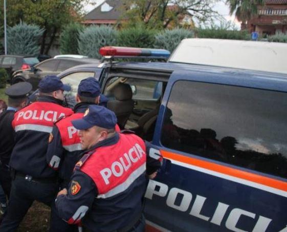 U konfliktuan me 2 policë jashtë shërbimit, arrestohen vëllezërit dibranë