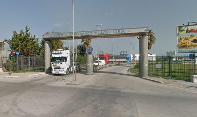 Shqiptari kapet me 500 litra raki në portin e Barit