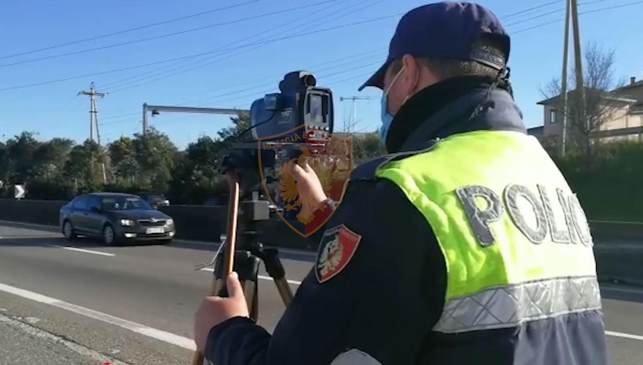 Me shpejtësi dhe të dehur, policia: Festoni, por mos e teproni, po ju monitorojmë