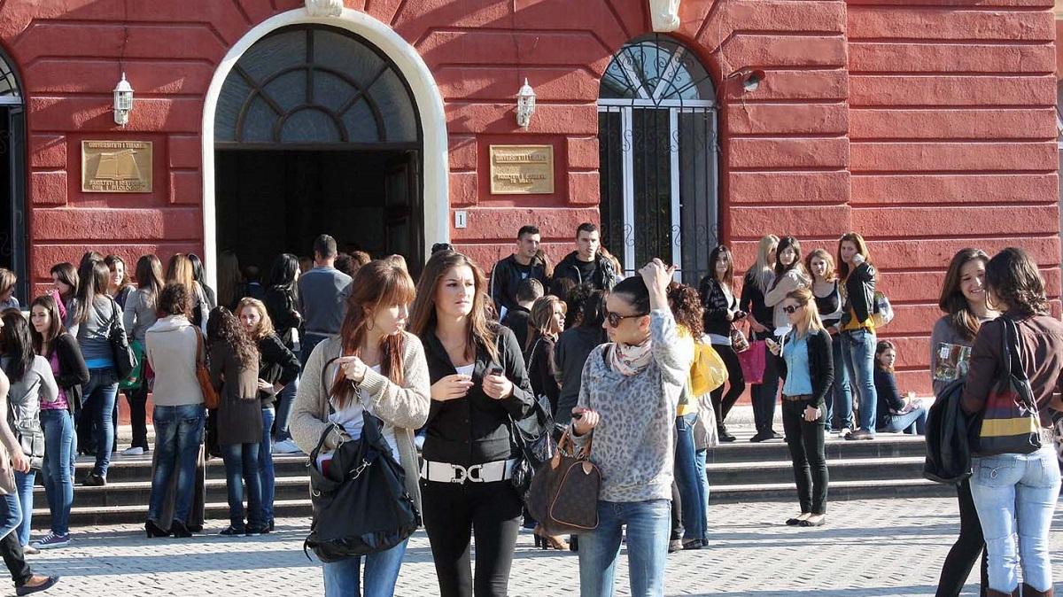 Studentët peticion për hapjen e auditorëve për seminaret, praktikat dhe laboratorët