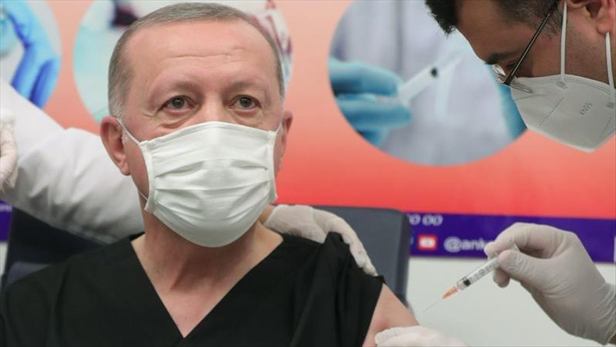 Presidenti Erdogan vaksinohet kundër COVID-19