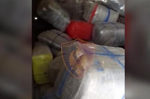 Tentoi të kalonte me gomone 613 kg kanabis, arrestohet 25 vjeçari i shpallur në kërkim
