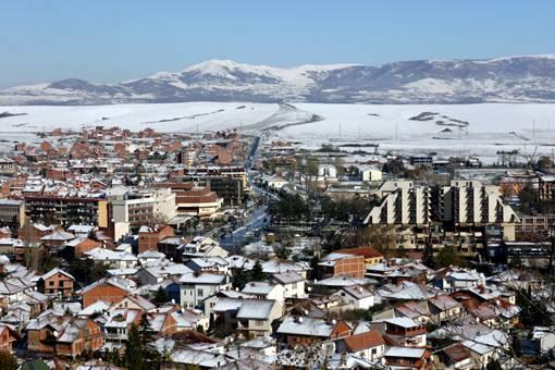 Banorët e një fshati në Kosovë ndalojnë politikanët që të shkojnë për fushatë