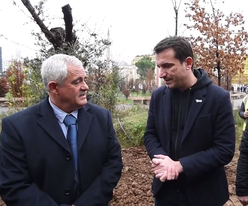 Mbillet një pemë në nder të Klodian Rashës, i ati: M'u përgjysmua dhimbja, i paharruar emri i tij