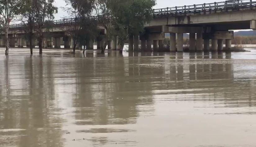 Situata nga përmbytjet në Vlorë, evakuohet një familje në fshatin Fitore