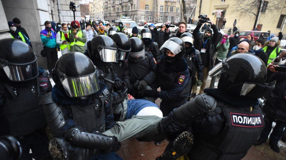 Protesta për lirimin e Navalnyt, mbi 5 mijë të arrestuar në Rusi
