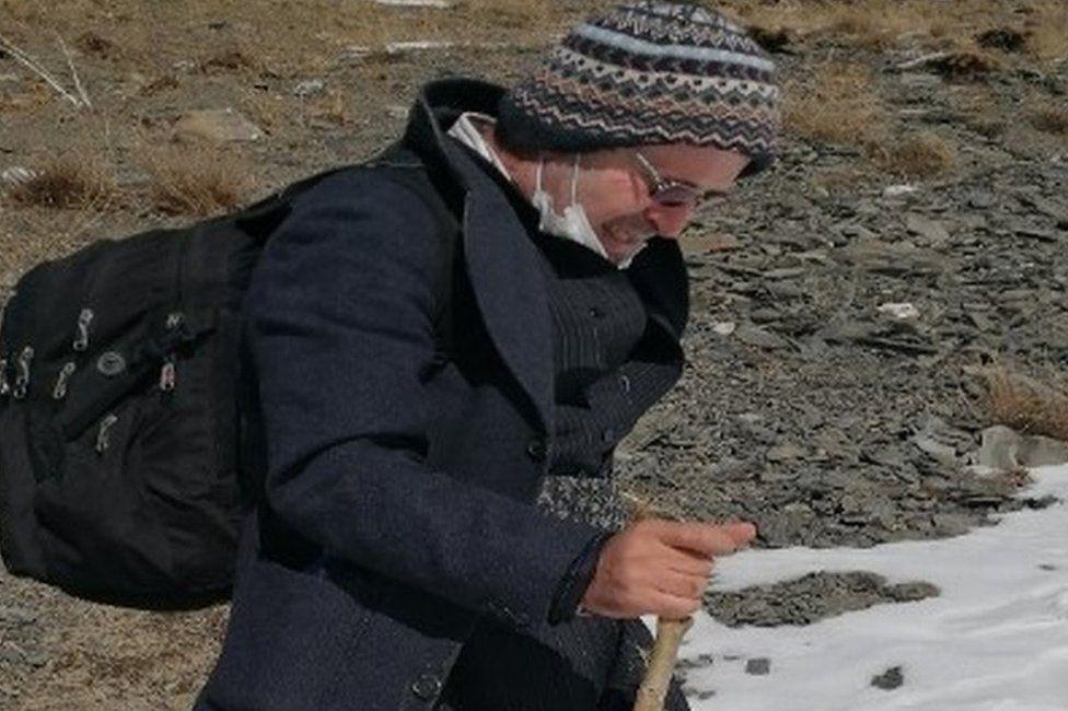 U dënua me burg, akademiku arratiset nga Irani përmes maleve për të shkuar në Britani