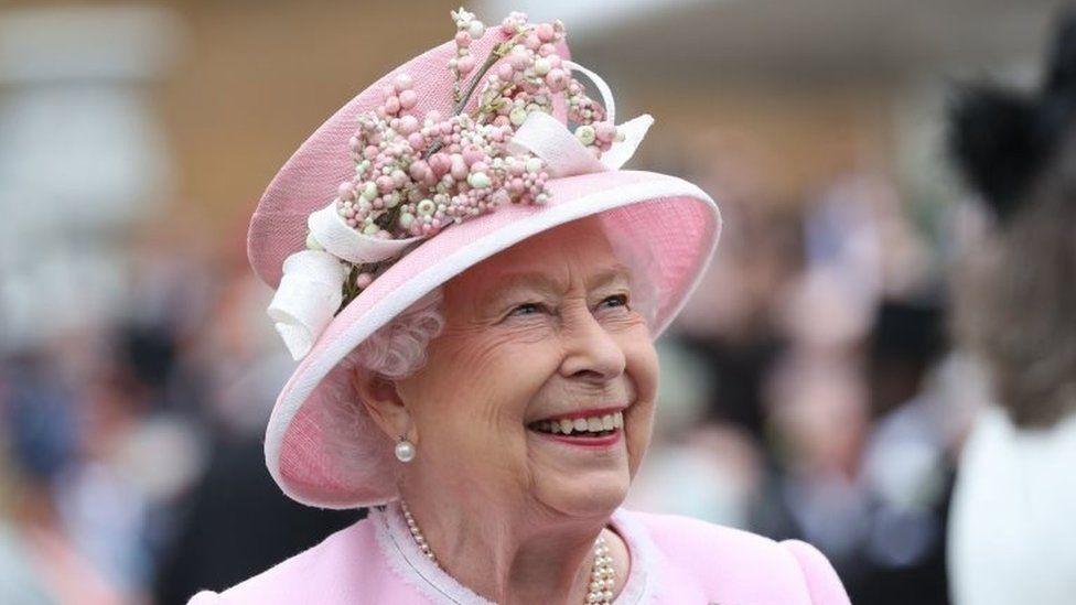 Akuzohet mbretëresha Elizabet: Modifikoi ligjet në interes të saj