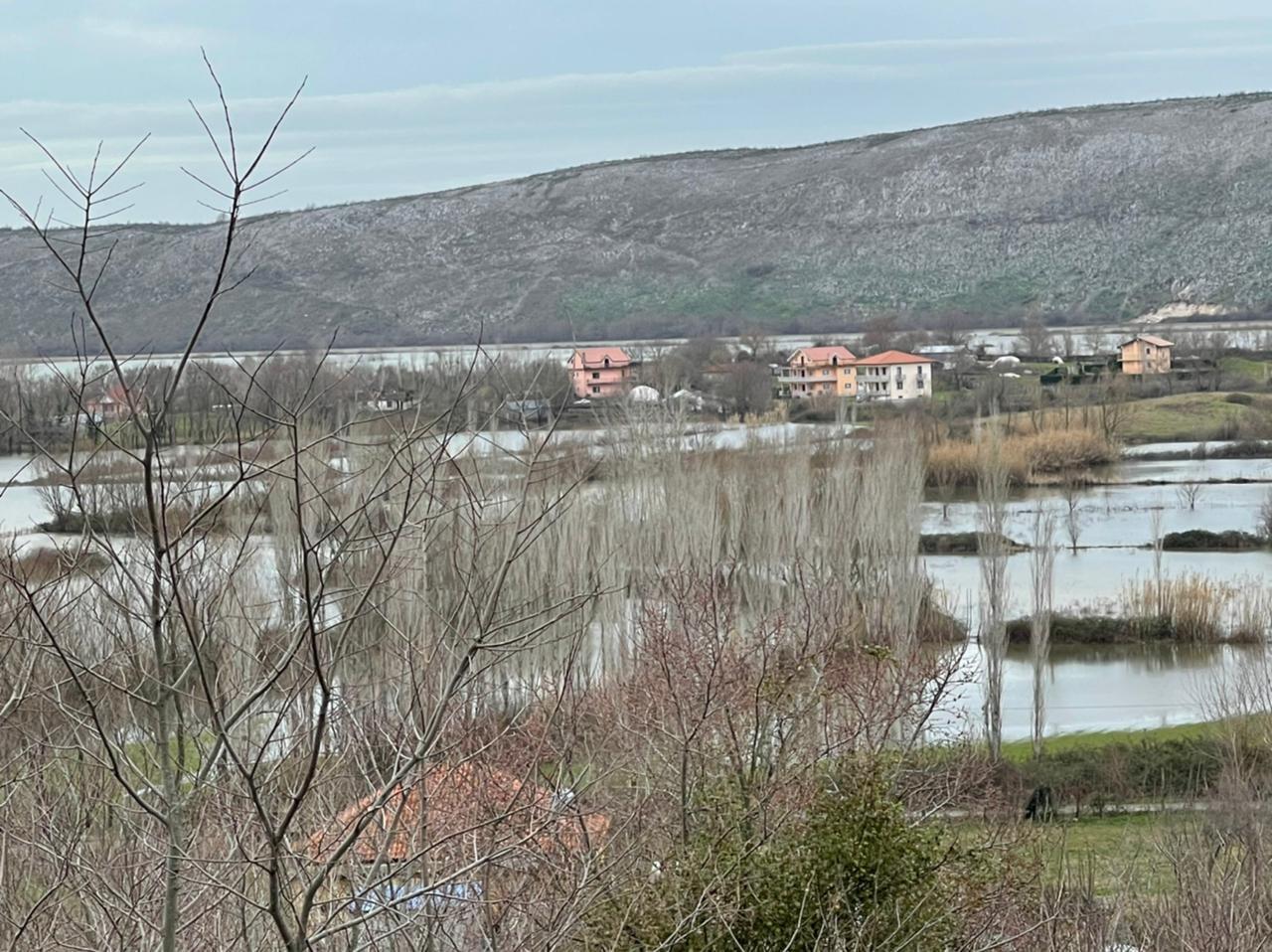 Gjashtë shtëpi të përmbytura në Dajç: Argjinatura e Darragjatit e dëmtuar, uji po vërshon në zonë të banuar