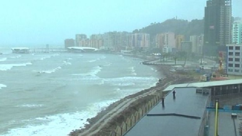 Era e fortë,  pezullohen tragetet që e linjës Durrës-Bari dhe anasjelltas