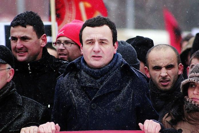 Zgjedhjet e 14 shkurtit: Një kuti çokollatash për Kosovën