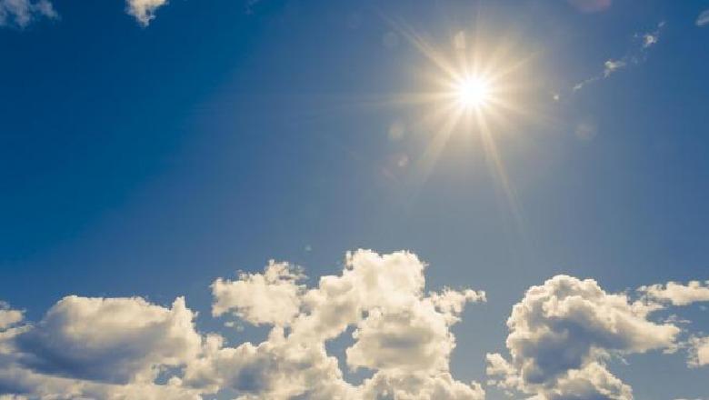 Deri në mesditë diell dhe vranësira në gjithë vendin, pasdite nis shiu në këto zona