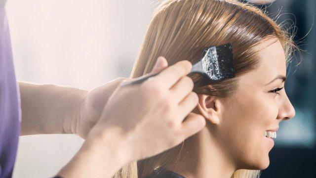 Gabimet me lyerjen e flokëve që mund t'ju bëjnë të dukeni më të vjetër