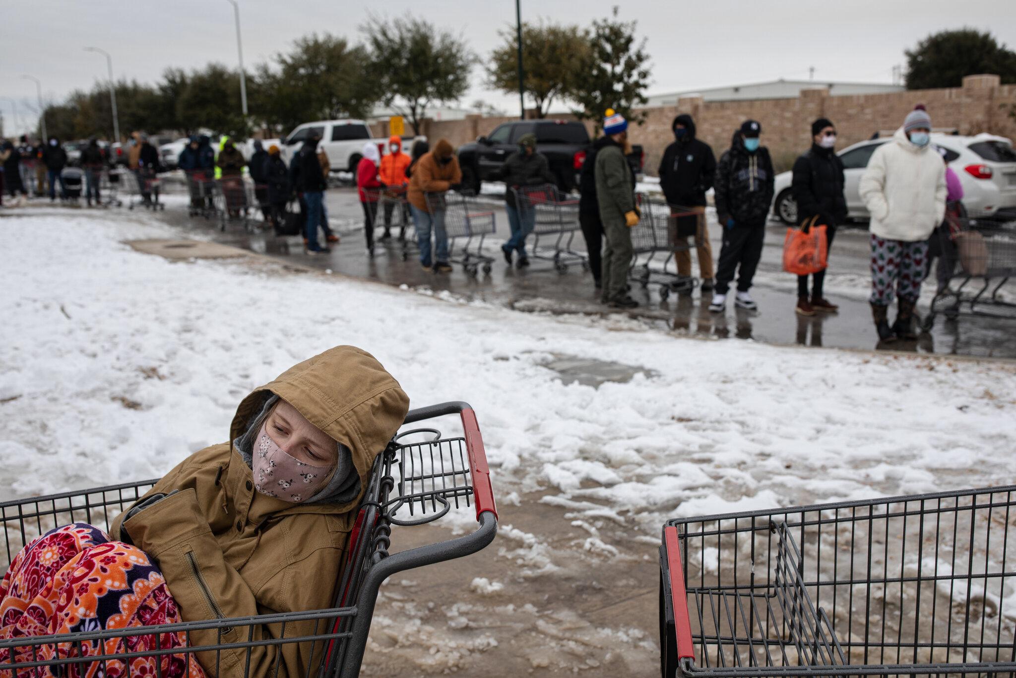 """I ftohti """"pushton"""" SHBA-në, humbin jetën 30 viktima dhe miliona banorë pa energji elektrike"""