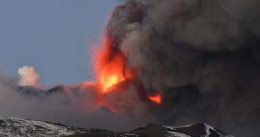 Shpërthen Etna, vullkani dhuron spektakël