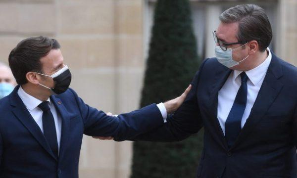 Macron ia hap dyert Serbisë për dialog me Kosovën, Vuçiç: T'i afrohemi një marrëveshjeje