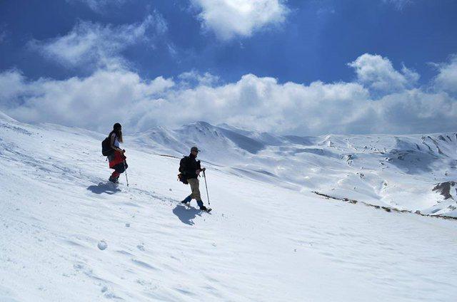 U ngjitën në mal, njëri nga alpinistët thyen këmbën në Dropull: Ndihmë!