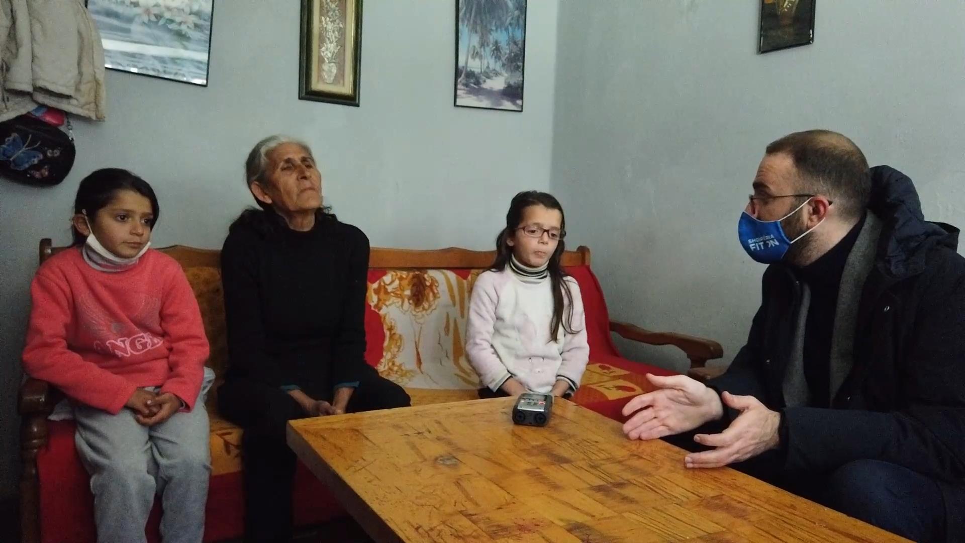 Bardhi në familjet e varfra në Elbasan: Në 25 prill të zgjedhim qeverinë që ndihmon njerëzit