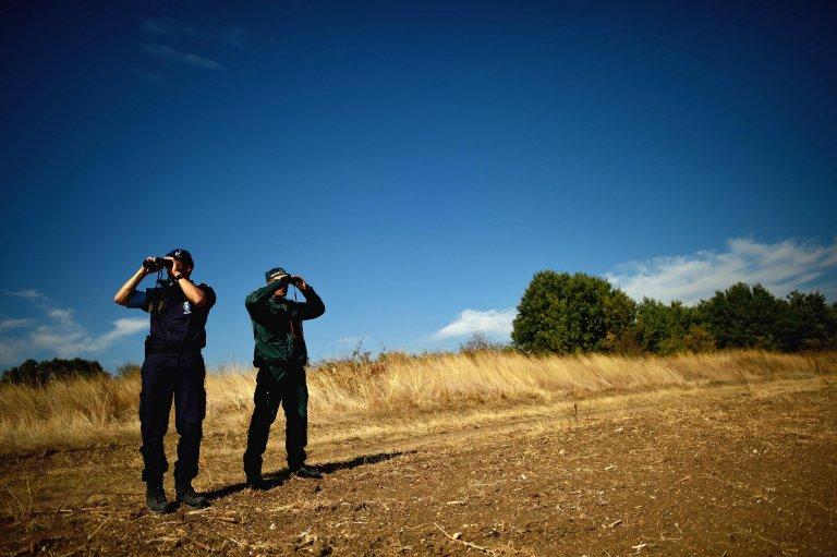 FRONTEX kap 11 gjuetarë në Dropull, mes tyre dhe tre policë, iu merr armët dhe derrin e egër