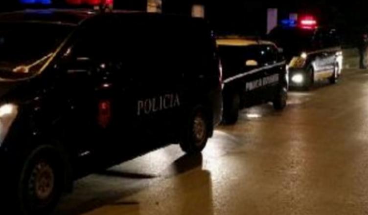EMRAT/ Në makinë me drogë dhe armë, arrestohen dy të rinjtë në Korçë