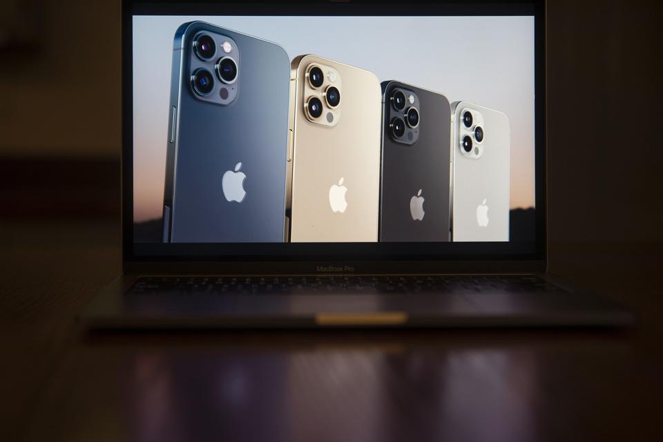 Apple sërish në krye, iPhone telefoni më i shitur globalisht
