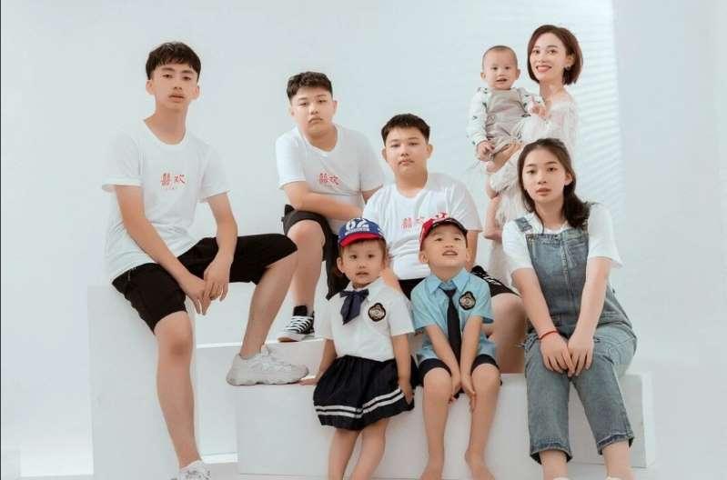 """Pesë fëmijë """"tepër"""", familja kineze paguan gjobën prej 127 mijë eurosh"""