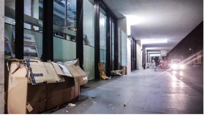 100 mijë dollarë pasuri, shtëpi dhe pension prej 700 eurosh, i pastrehu humb jetën nga i ftohti