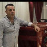 Shqiptari mban traktorin e babait në dhomën e ndenjes: E kemi kujtim, na ka rritur duke punuar