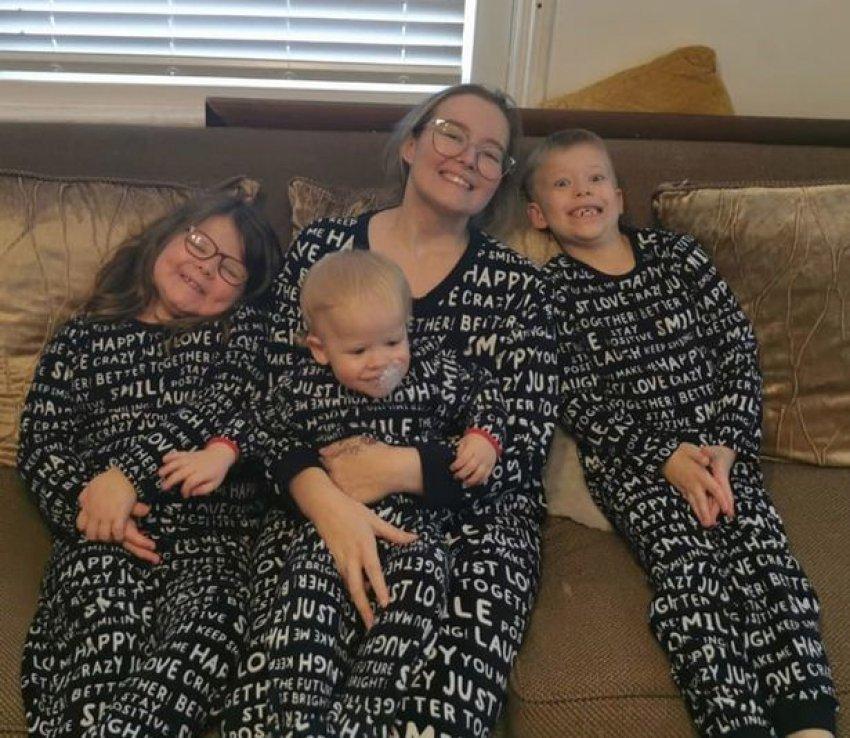 Prekëse, nëna me kancer blen dhurata për fëmijët kur ajo të mos jetë më pranë tyre