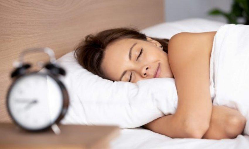 Tre këshilla për të bërë një gjumë sa më të qetë