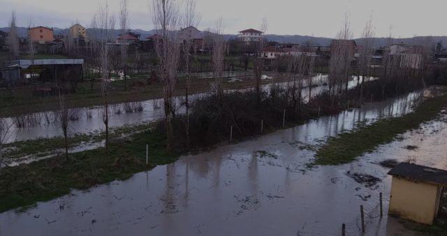 Lumi Ishëm del nga shtrati përmbyten disa fshatra të Krujës