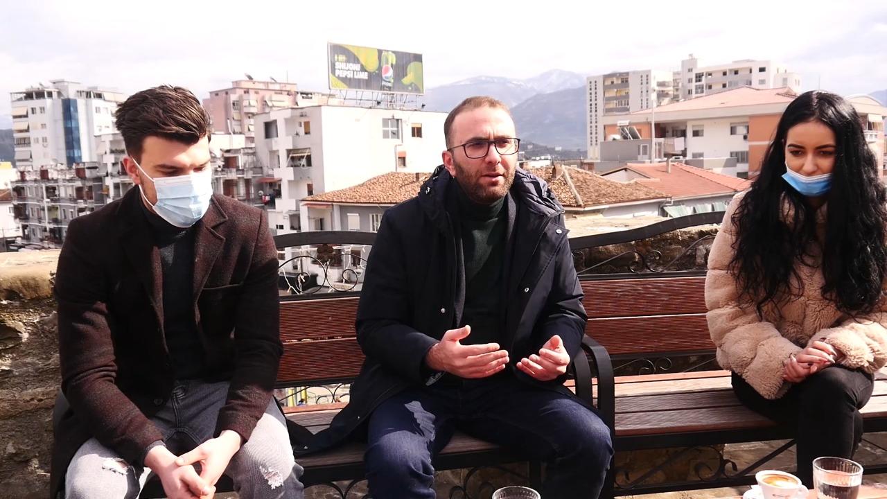 Bardhi takim me të rinjtë në Elbasan: PD ka në plan të paguajë stazhet e punës për të diplomuarit