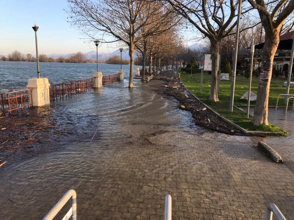 1900 hektarë tokë dhe 9 shtëpi të përmbytura në Dajç, shqetësuese situata në Shkodër
