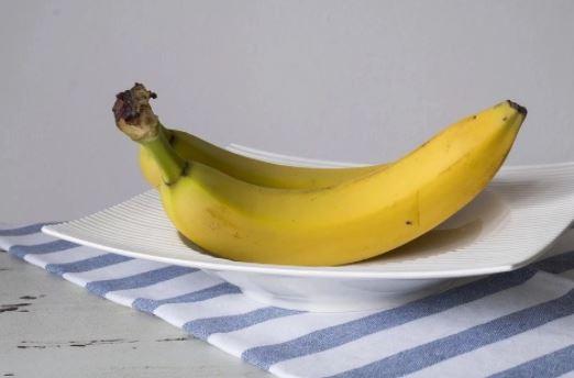 Lëkura e bananes ju ndihmon të luftoni migrenën
