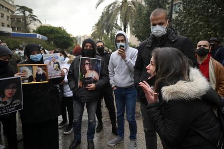 Pezullimi i hetimeve, familjarët e viktimave të shpërthimit në Beirut në protestë