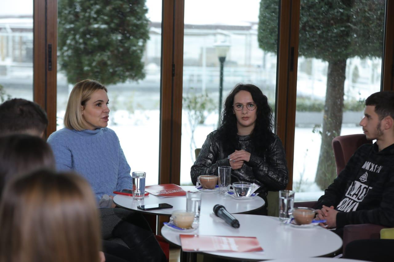 Kryemadhi në Pogradec: T'i japim fund rrjedhjes së trurit dhe largimit të të rinjve