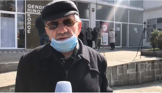 Të moshuarit në Korçë mezi presin të bëjnë vaksinën edhe pse e kanë kaluar Covid-in