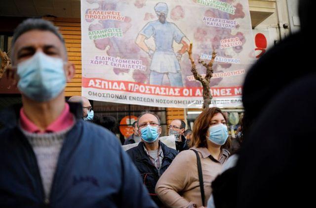 """""""Kushtet mbytëse në spitale"""" gjatë pandemisë, mjekët në Greqi futen në grevë urie"""