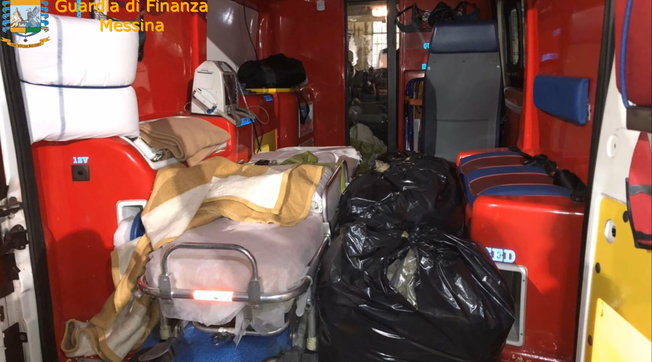 U kapën me 30 kg marijuanë të fshehur në ambulancë, arrestohen dy persona në Itali