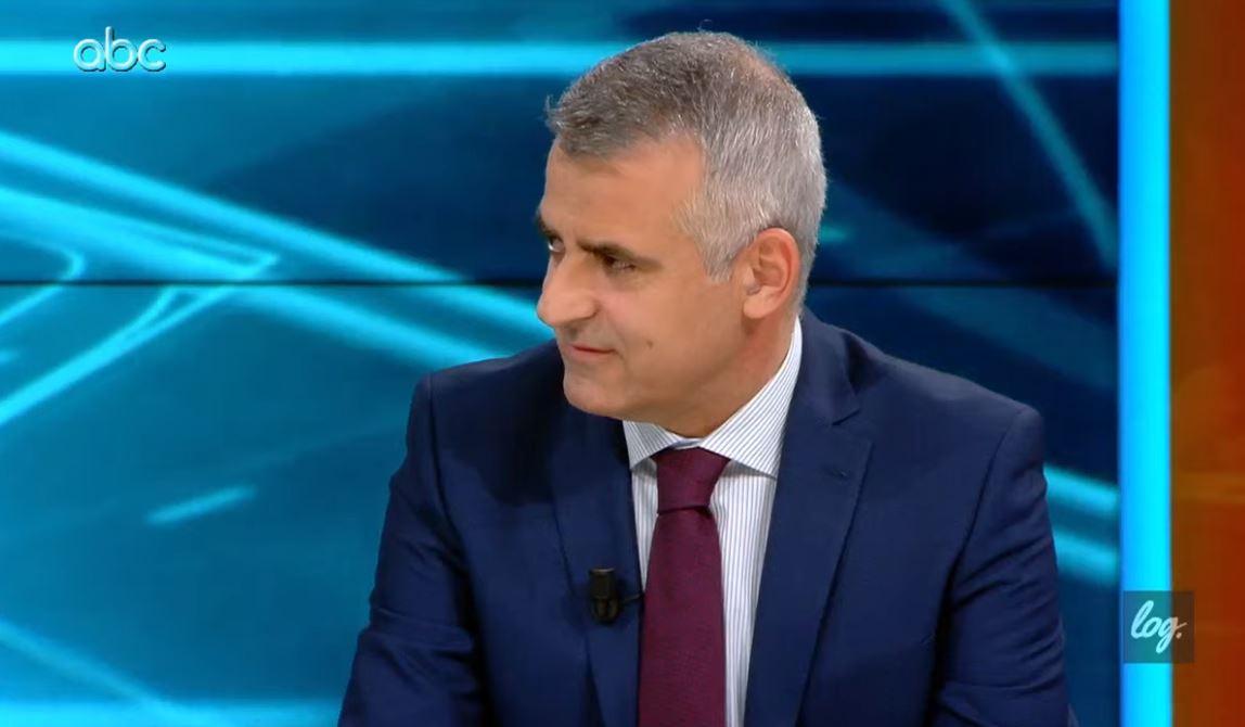 Do të kandidojë në Korçë apo Vlorë? Si përgjigjet Dule