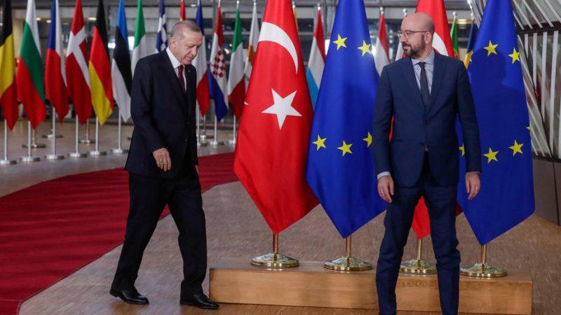 Pse Turqia po kthen kokën pikërisht tani nga Perëndimi?