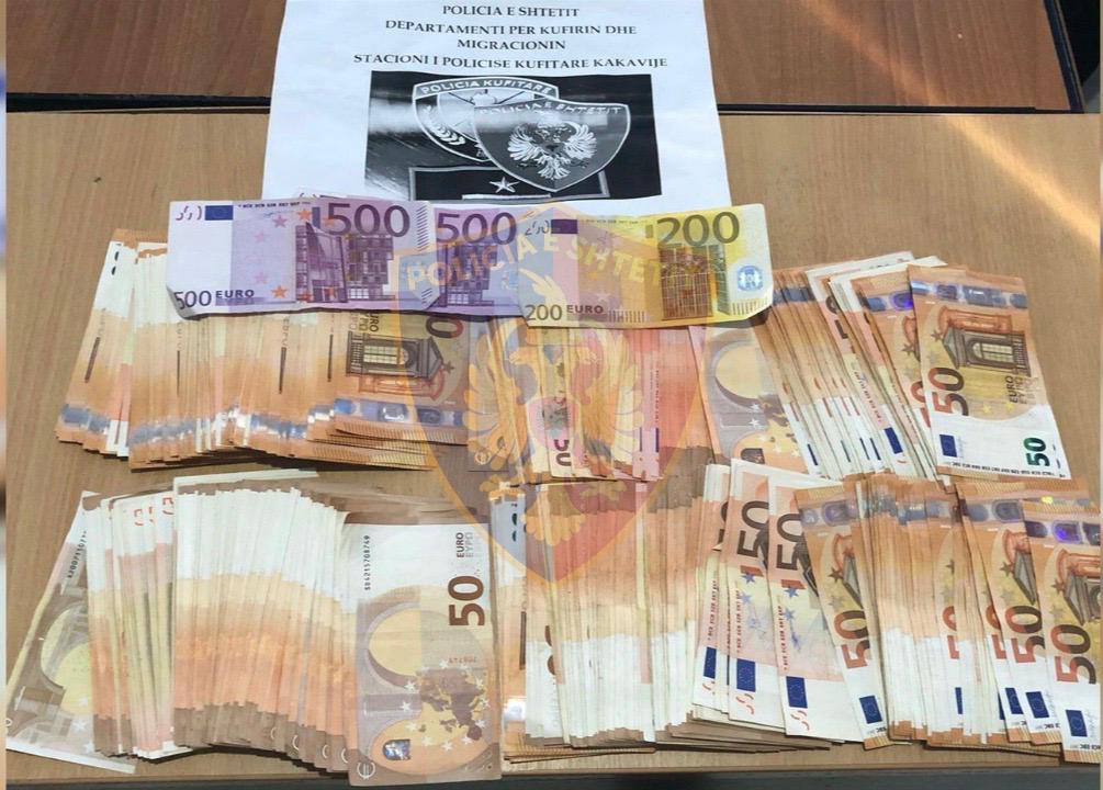 Me 23 mijë euro të fshehura në çantë drejt Greqisë, si u kap pasagjerja në Kakavijë