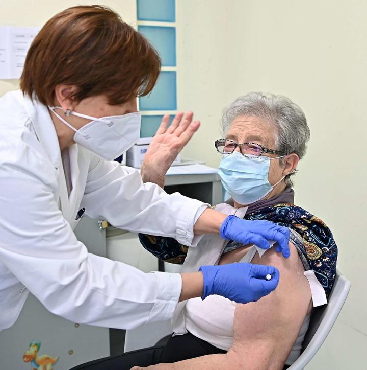 Situata e Covid në Itali, mbi 100 mijë të vaksinuar në ditë