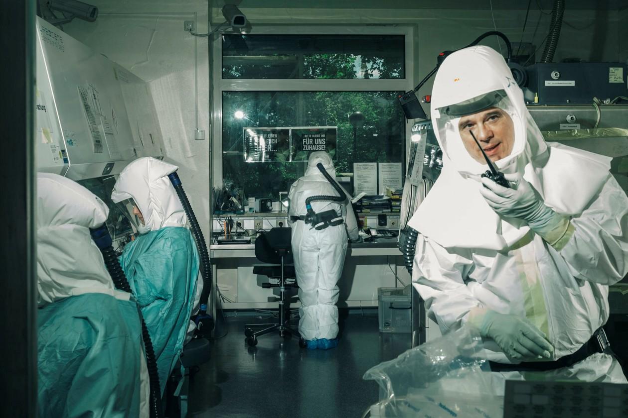 FT: Mësimet nga një vit pandemi