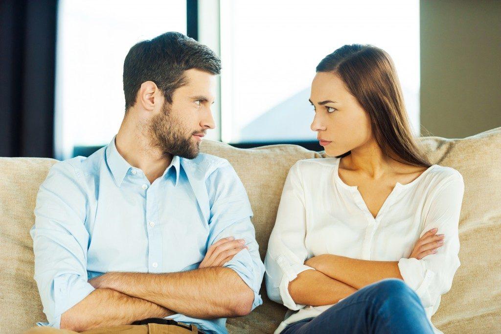 Arsyeja shumë e çuditshme pse çiftet zihen