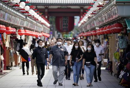 Japonia drejt lehtësimit të masave kufizuese të Covid-19