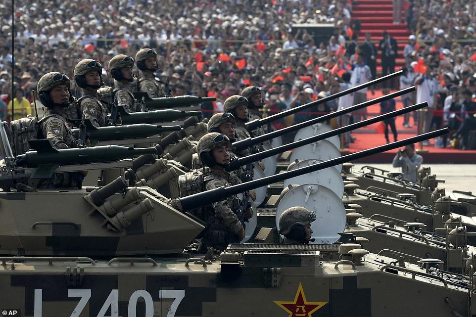 FOTO/ Kina po përgatitet për luftë